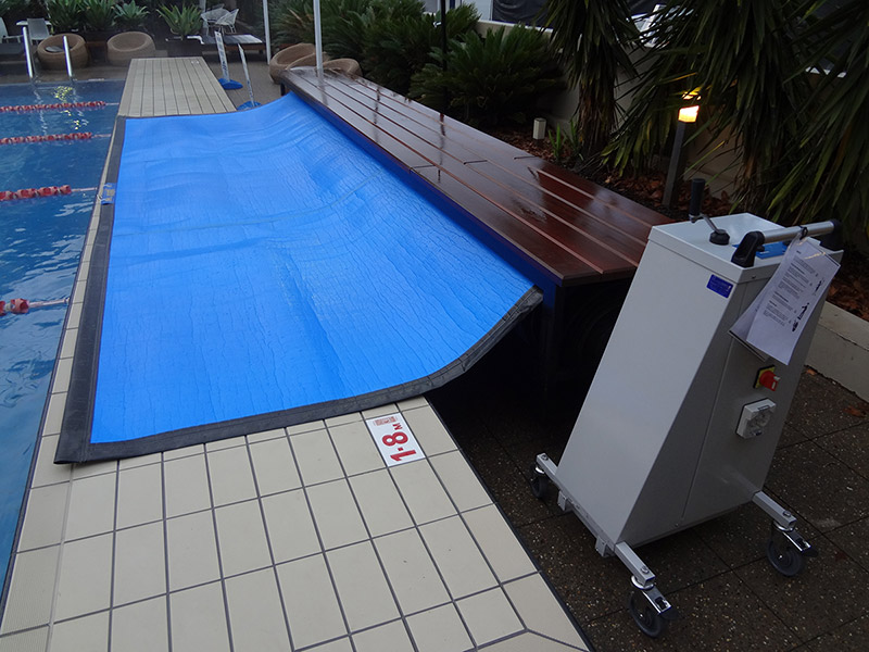 Mobile Under Bench Pool Blanket