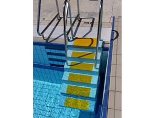 mobile-aquatic-stairs-small